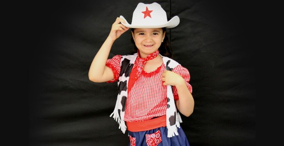 Dance show cowgirls